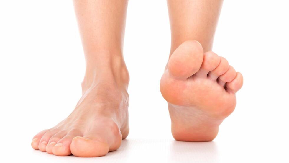 SVETTE FØTTER: Fotsålene er et av de stedene på kroppen der vi har flest svettekjertler, og det er derfor ganske normalt å svette her. Noen opplever derimot at fotsvetten blir et plagsomt problem. Foto: koszivu - Fotolia