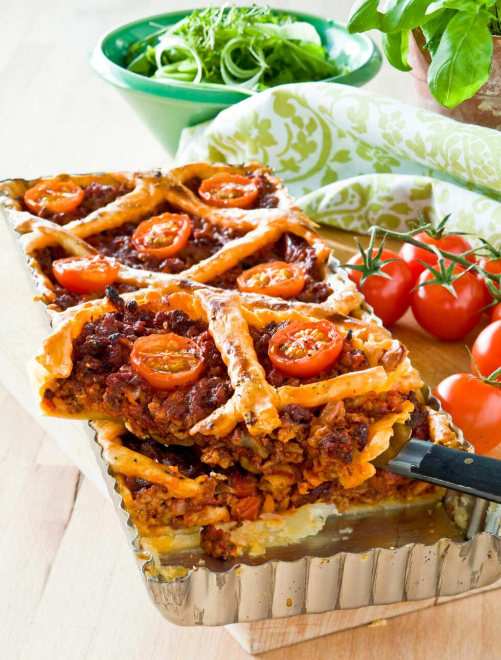 Kjøttdeigpai med tomat og sopp