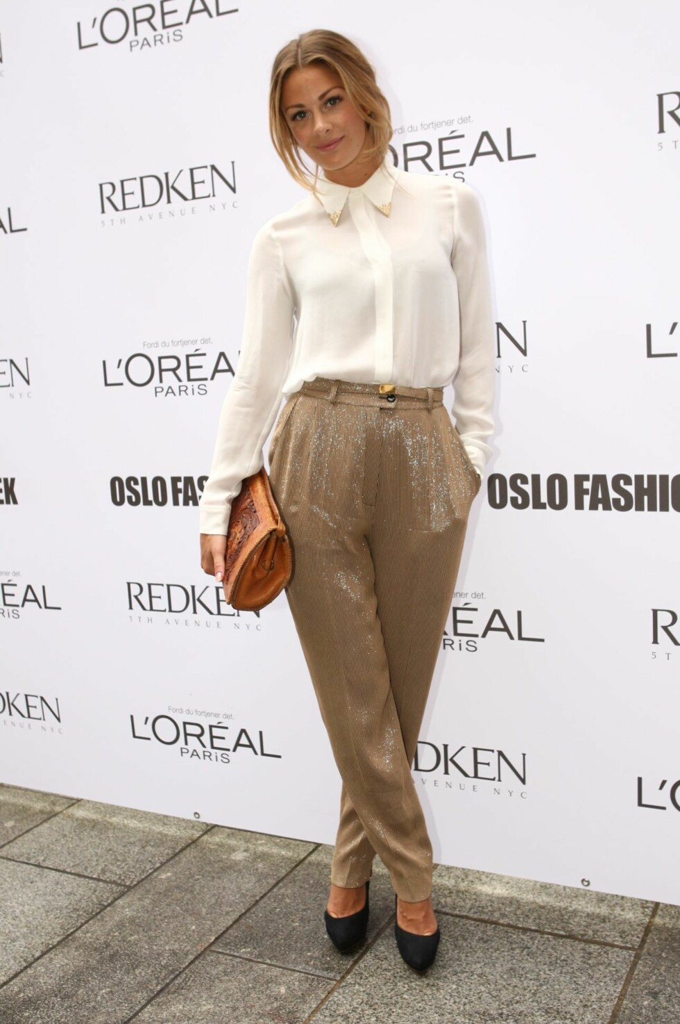 I hvit bluse og glitrende bukse på Oslo Fashion Week i 2011. Foto: Per Ervland