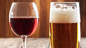 VIN OG ØL: En myte som går igjen er at inntak av vin og deretter øl blir krøll. Men er det egentlig slik? Foto: fotek - Fotolia