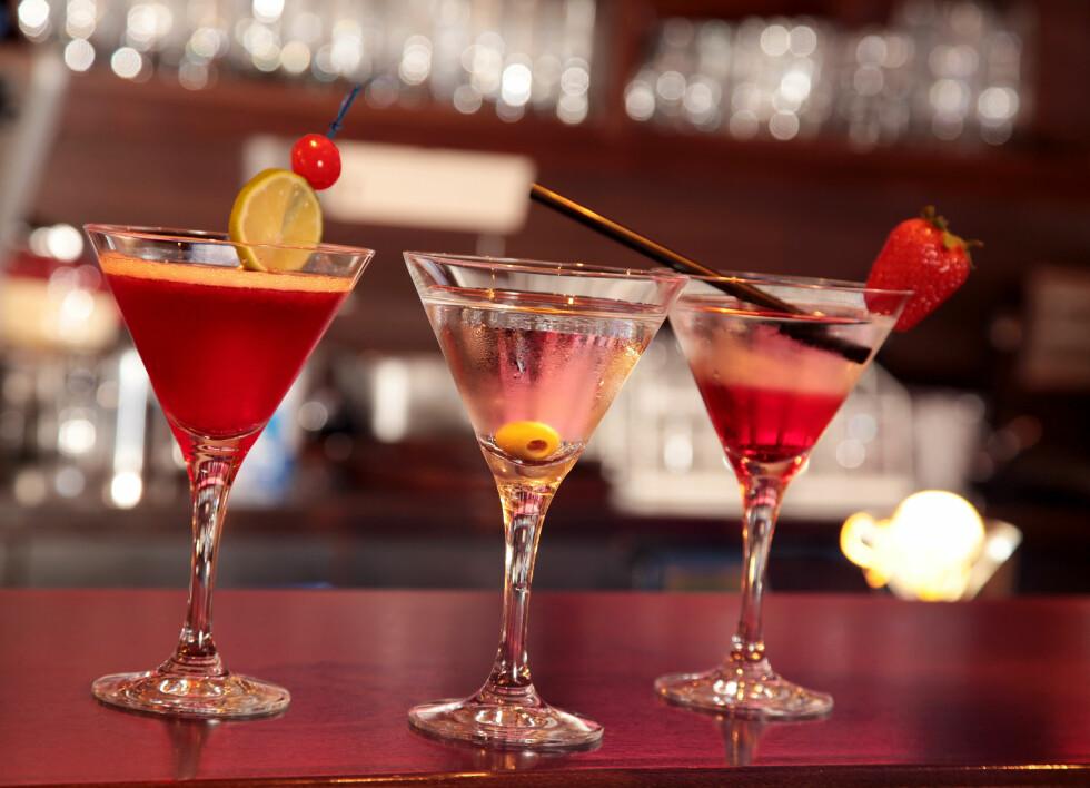 COCKTAILS: En alkoholenhet tilsvarer ett glass vin, en liten øl, en rusbrus eller en drink med 4 cl sprit.  Foto: StefanieB. - Fotolia