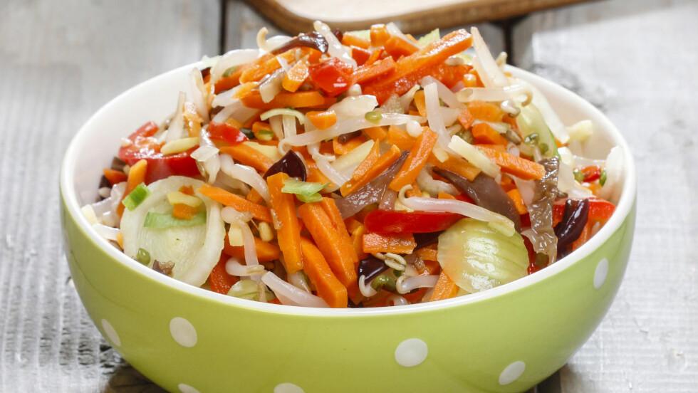 KÅL, LØK OG RØDBETER: Som er blant grønnsakene i denne miksen, er noe av det beste du kan ha på tallerkenen.  Foto: agneskantaruk - Fotolia