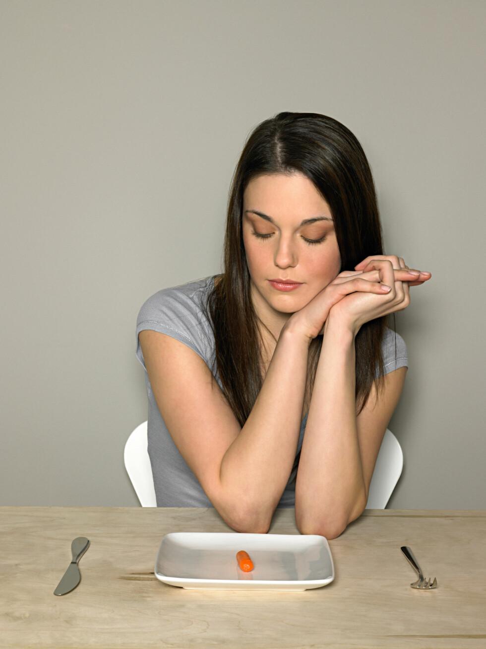 SULTING: Visste du at de fleste spiseforstyrrelser starter med en diett? Ifølge Shammas har de populære detox-kurene vært med på å sette i gang en ny form for spiseforstyrrelse som hun kaller for juicerexia. Det er rett og slett sulting i en annen innpakning. Foto: (c) Image Source/Corbis/All Over Press