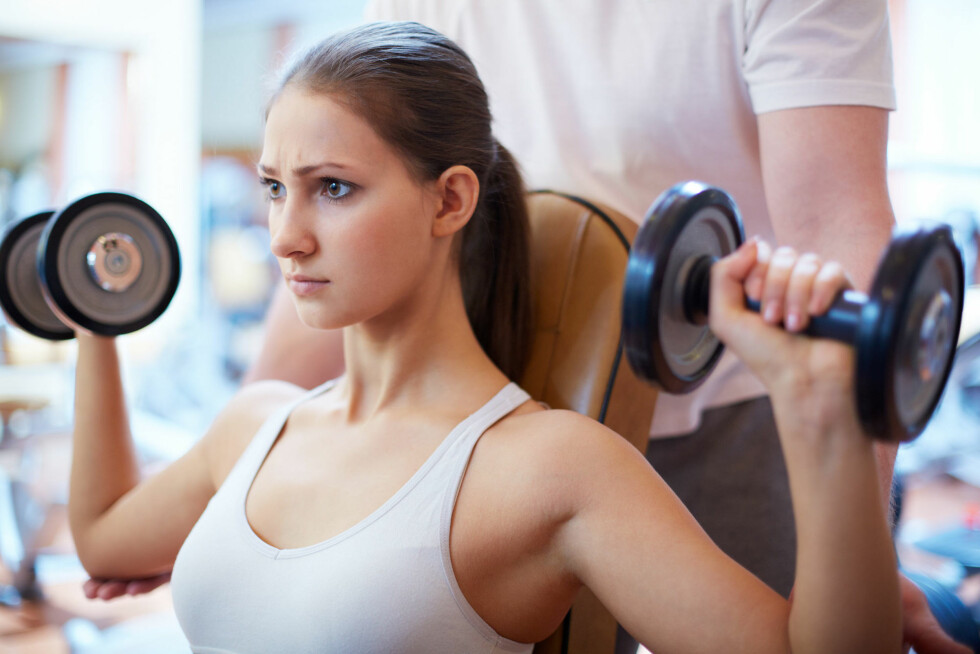 MUSKLER: Alkohol påvirker i stor grad musklene dine, og kan hindre muskelvekst. Foto: Colourbox