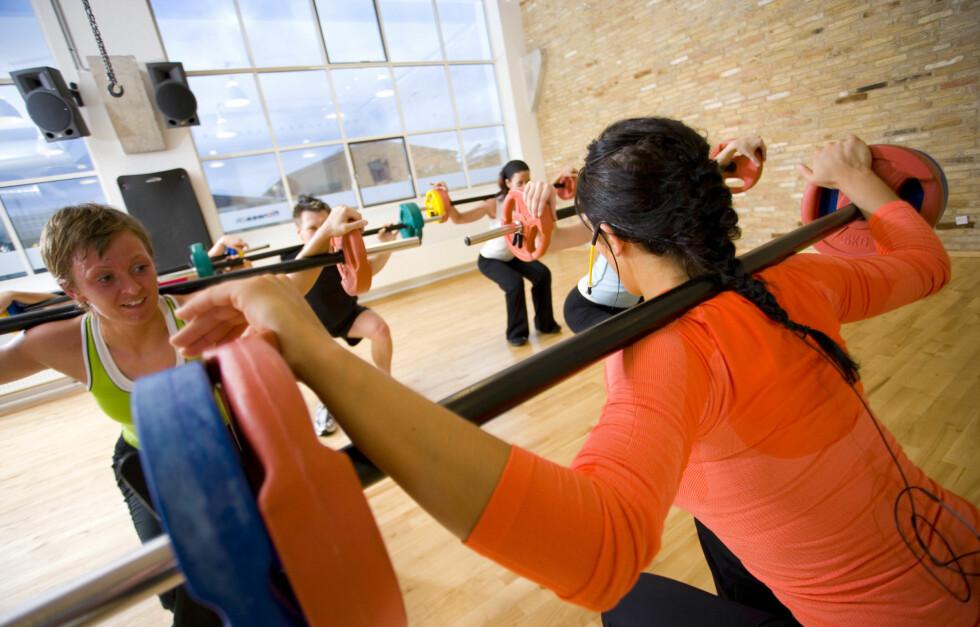 TREN STYRKE: Ikke glem eller dropp styrketreningen selv om du slanker deg og vil ned i vekt. Foto: Colourbox