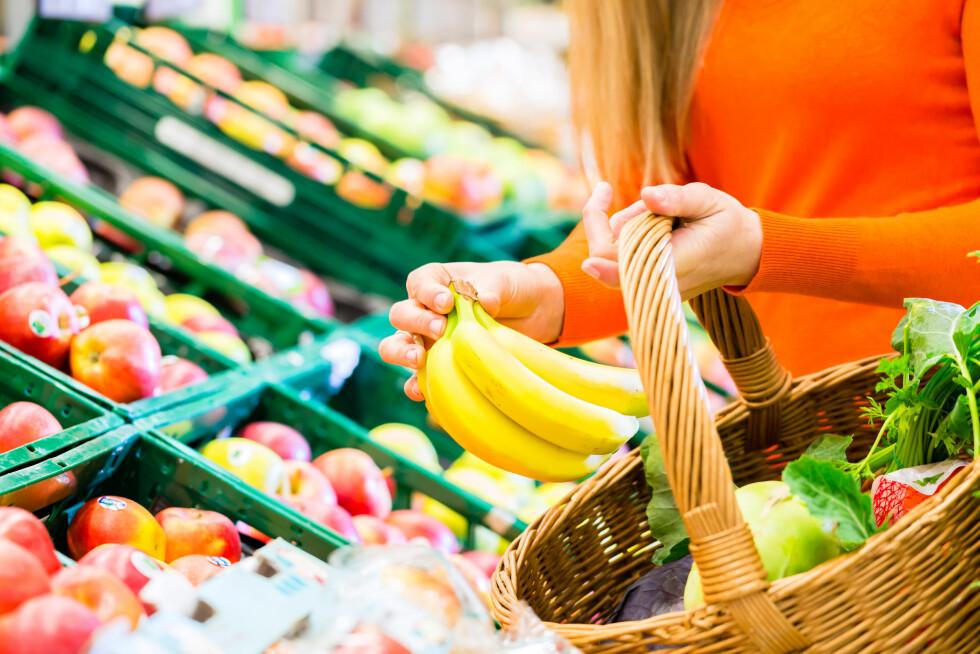 FRUKT OG GRØNT: Ernæringseksperten forteller at du trygt kan kjøpe frukt og grønnsaker fra de billige produsentene. Foto: Kzenon - Fotolia