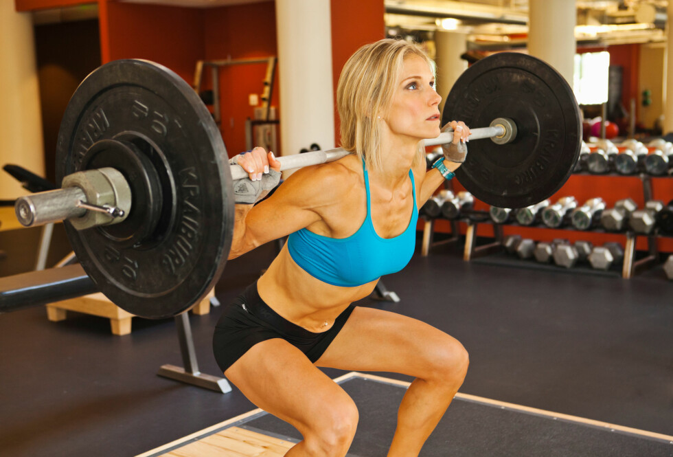 TREN STYRKE: Styrketrening kan forme kroppen og øke den generelle forbrenningen din. Dersom du ikke trener styrke vil du derimot risikere å få en kropp med høyere fettprosent og mindre muskler.  Foto: TMI / Alamy/All Over Press