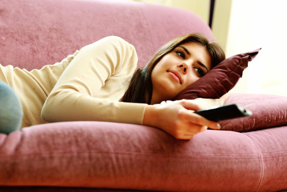 KUTT TV-TIDEN: En fellesnevner blant de som lykkes med å holde kiloene unna, er at de prioriterer mosjon fremfor sofakos.  Foto: vadymvdrobot - Fotolia