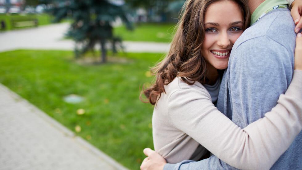 FORELSKET: Det er fort gjort å forelske seg i en nær venn. Dersom du er forelsket og ønsker å fortelle det til vennen din, mener ekspetene du bør tenke gjennom et par ting først.  Foto: pressmaster - Fotolia