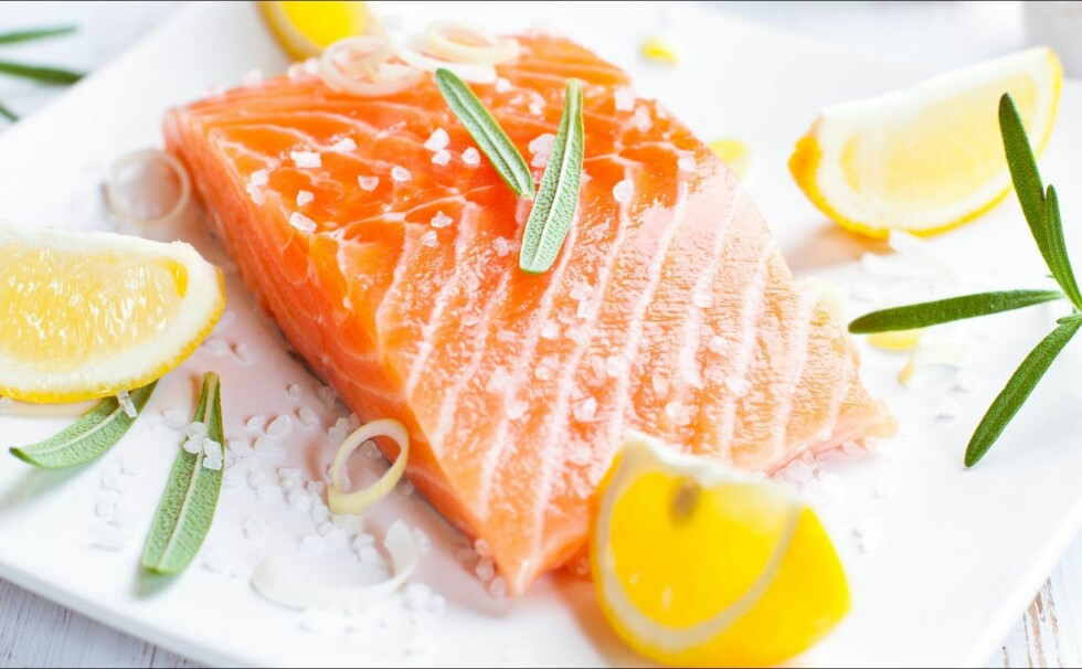 VIKTIGE NÆRINGSSTOFFER: Fra fisk får du i deg blant annet mineralene jod, selen og sink, samt vitamin B12. Det er også en god kilde til vitamin D, som mange sliter med å få i seg nok av.   Foto: Thinkstock.com