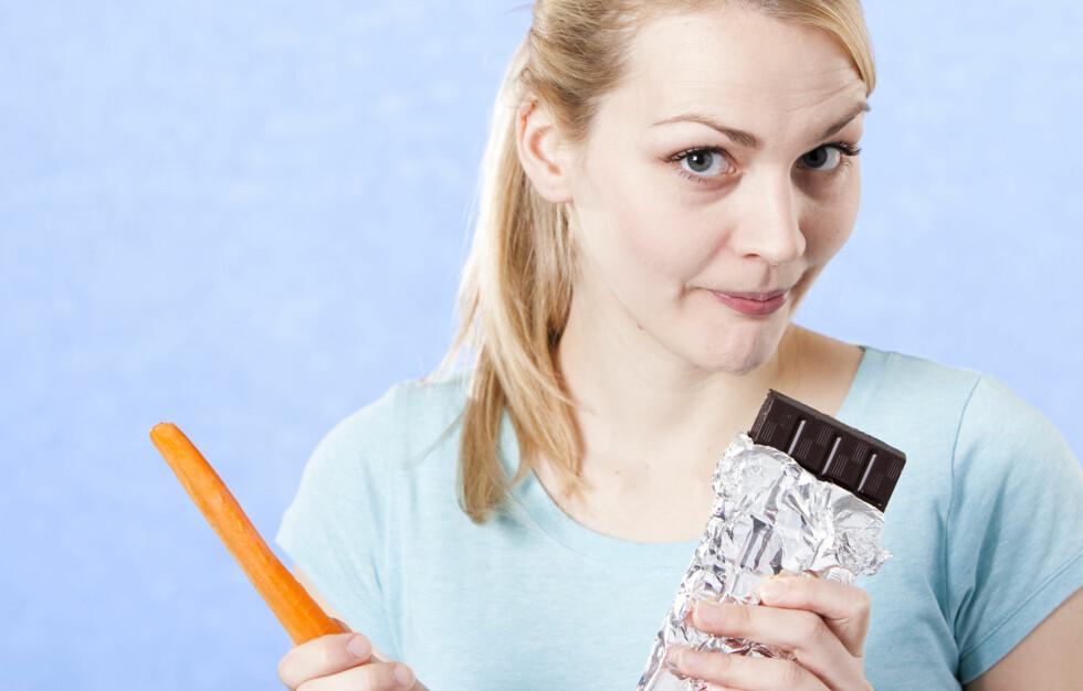 SUNT SÅ GODT: Gulrøtter på mandag, og sjokolade på tirsdag? Foto: Colourbox