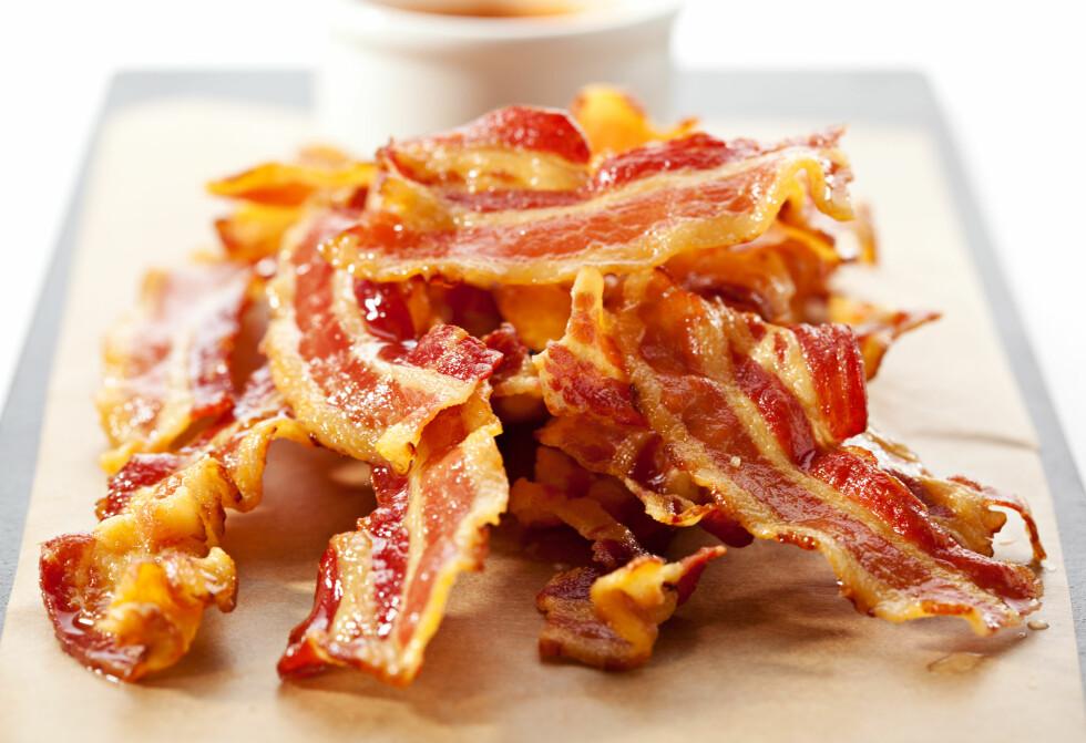 BACON: Sprøstekt bacon smaker fortreffelig. Se hvordan du får perfekt resultat - hver gang! Foto: Boris Ryzhkov - Fotolia