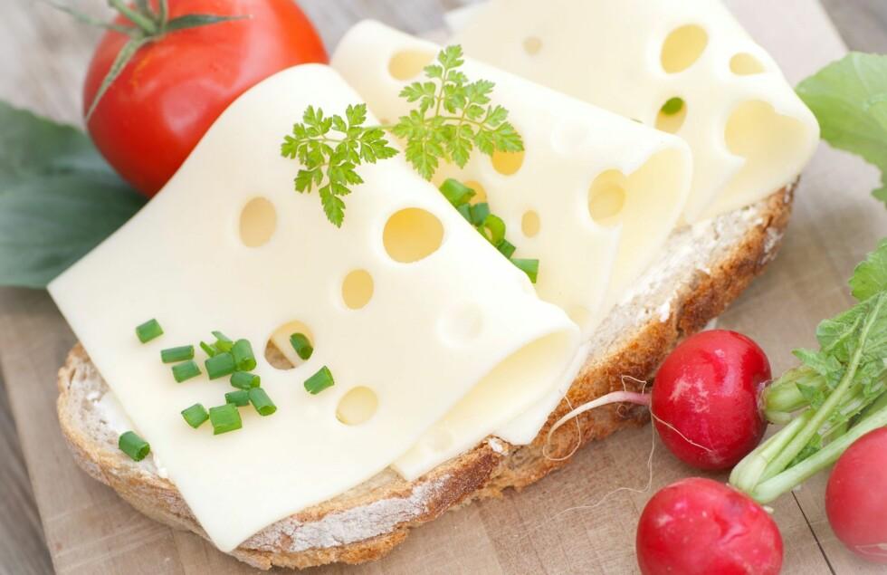 SPIS GULOST TIL FROKOST: Lise von Krogh anbefaler gulost til hverdags - gjerne beriket med vitamin D, og brunost til helgene.  Foto: Fotolia
