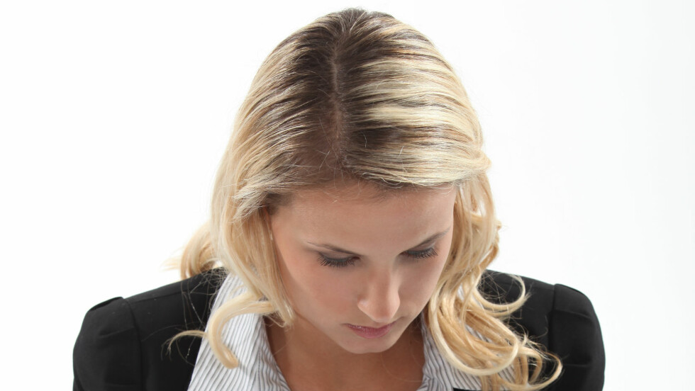 ETTERVEKST: Litt lenge siden du fikk farget håret? Produktene i denne saken gjør det enkelt å kamuflere etterveksten mellom hårfargingene. Foto: auremar - Fotolia