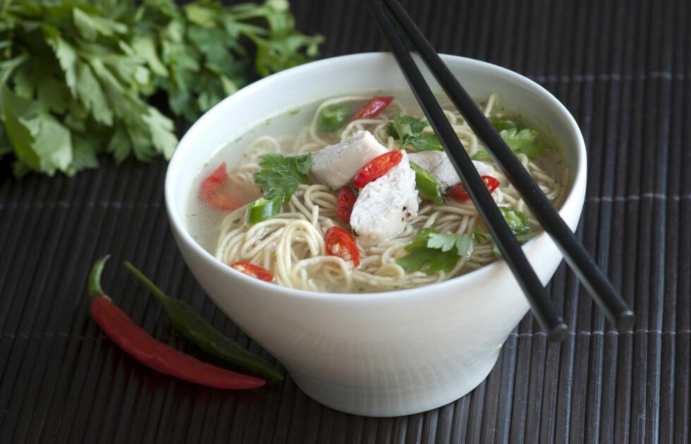 SPIS SUPPE: Et smakfullt, næringsrikt og kalorifattig alternativ når du faster er suppe.  Foto: Thinkstick.com