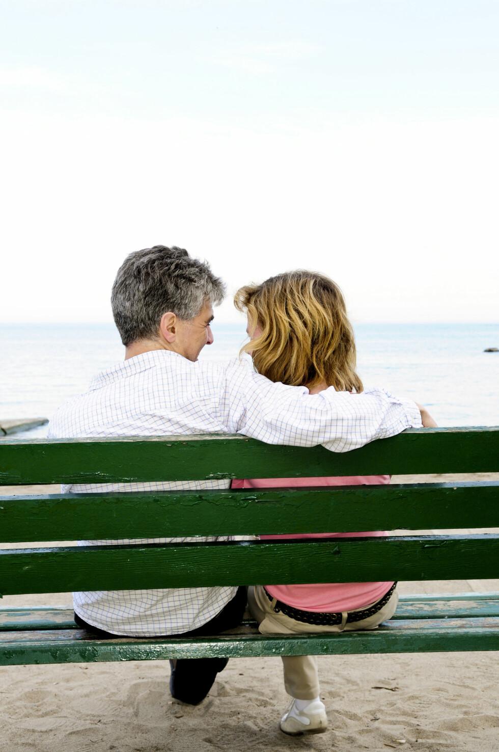 NOEN ULEMPER: Forhold med store aldersforskjeller kan ha sine fordeler, men det kan også ha flere ulemper. Med alderen er det for eksempel noen sykdommer som kan påvirke menneskers seksualitet, hyppigere enn andre sykdommer. Foto: REX/Stock Connection/All Over Press