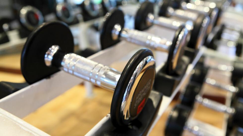 FRIVEKTER: Ikke vær redd for å bevege deg inn i treningssenterets frivektområde. Styrketrening med frivekter gir gode resultater, og nei, du kommer ikke til å se ut som en bodybuilder. Foto: JJAVA - Fotolia
