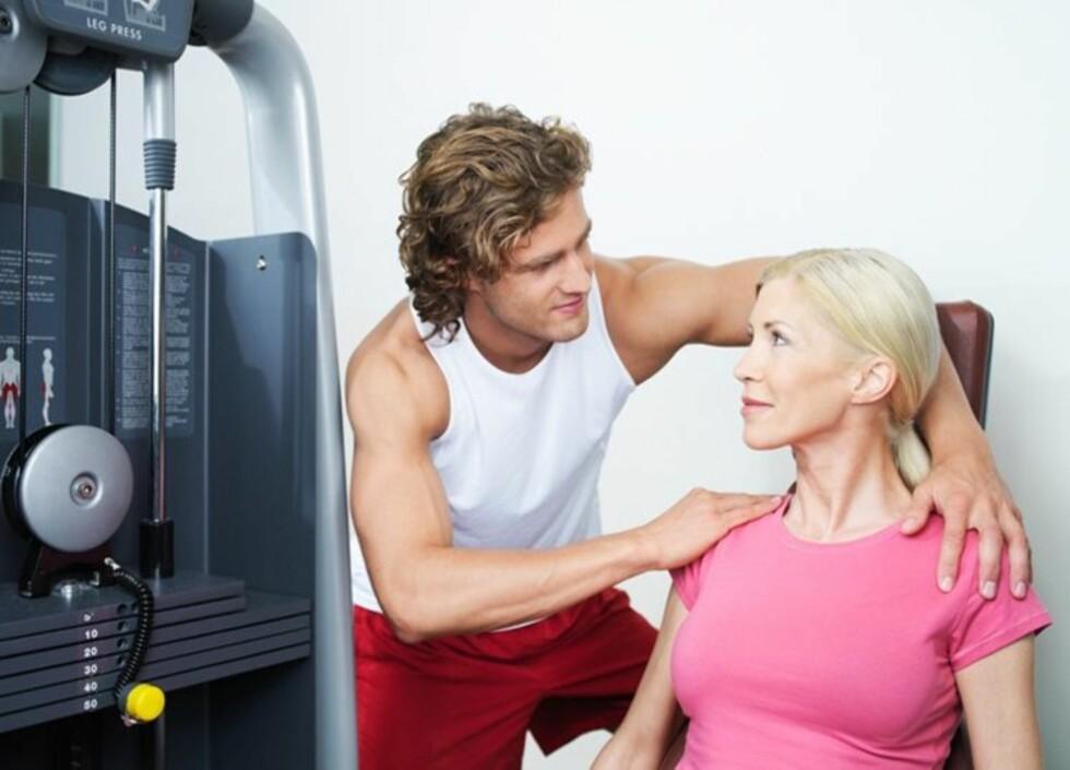 VEILEDNING: Før du begynner å trene kan det være lurt å snakke med en personlig trener som kan vise deg hvordan de ulike øvelsene utføres.
