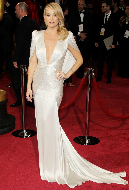 Med denne kjolen ble Kate Hudson kåret til én av de tre best kledde på Oscar 2014 av KKs moteredaktør Silje Pedersen. Foto: All Over Press