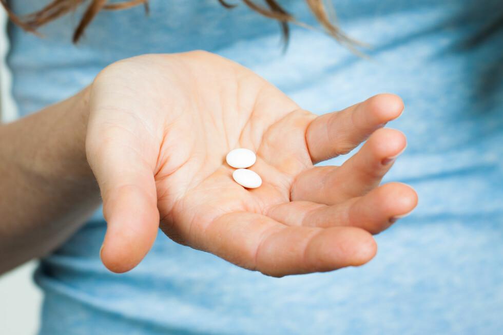 <strong>SMERTESTILLENDE:</strong> Det er lov å ty til smertestillende tabletter når du har hodepine eller tannverk, men da er det viktig å ikke overskride den anbefalte doseringen.  Foto: Johan Larson - Fotolia
