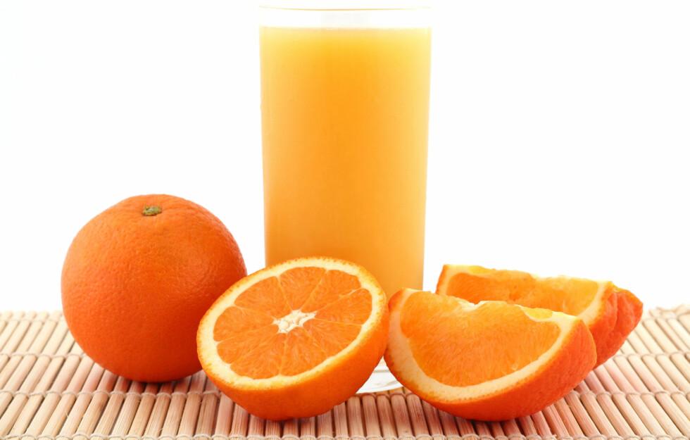 KAN INNEHOLDE SUKKER: En del appelsinjuicer på markedet i dag inneholder mye tilsatt sukker.  Foto: Thinkstock.com