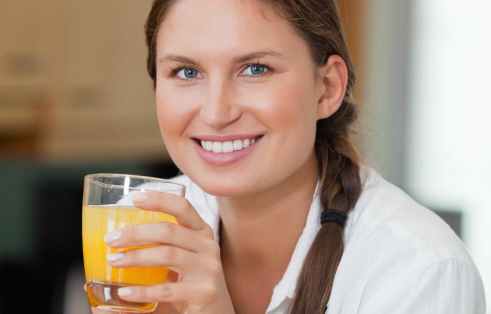 SJEKK HVILKEN JUICE DU BØR VELGE: Ifølge ekspertene inneholder ferskspresset juice mer antioksidanter enn juice fra konsentrat. Foto: Thinkstock.com