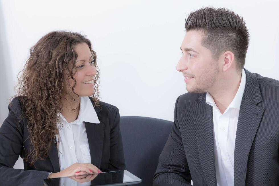 KOLLEGA: Flere og flere møter kjærligheten i deres liv på arbeidsplassen. Dersom du er sammen med en kollega kan det være lurt å ta noen forholdsregler. Foto: StudioLaMagica - Fotolia
