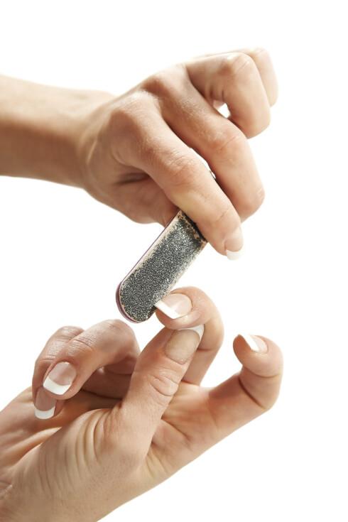 RIKTIG FIL: Pass også på at du bruker riktig neglefil til dine negler.  Foto: dennisjacobsen - Fotolia