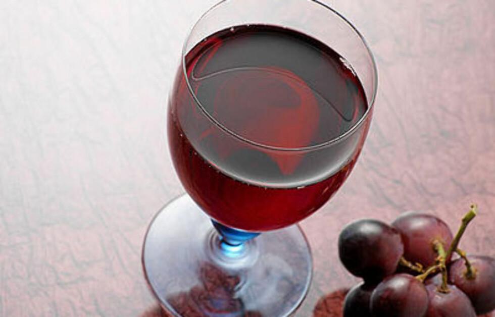 <strong>SØT VIN:</strong> Ett glass med søt vin inneholder hele 162 kalorier.  Foto: All Over Press