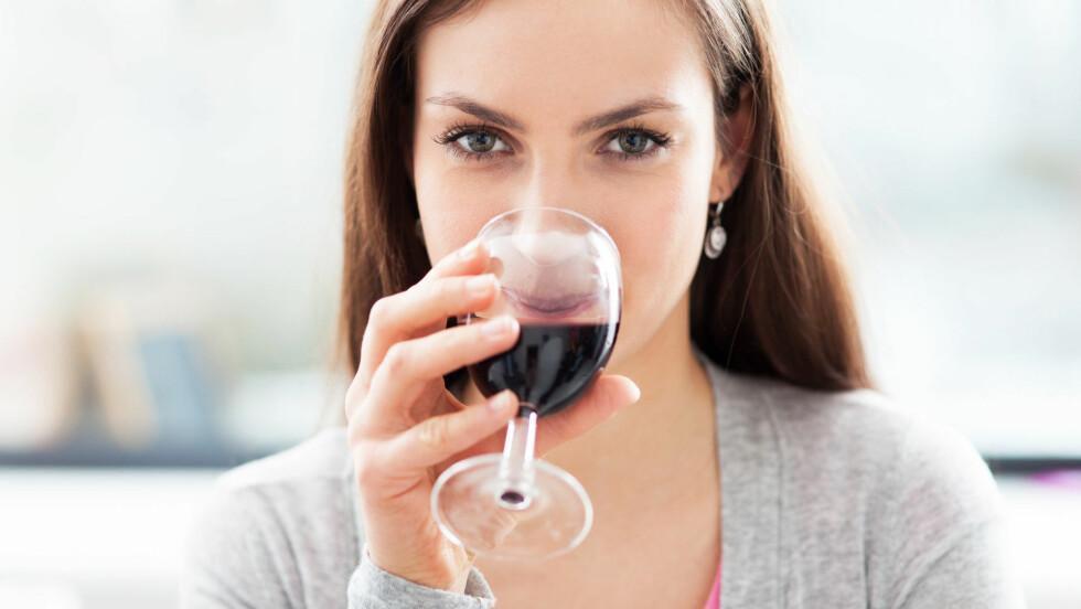<strong>VIN:</strong> Du kan spare deg for mange kalorier dersom du velger en tørr vin fremfor en søt.  Foto: Edyta Pawlowska - Fotolia