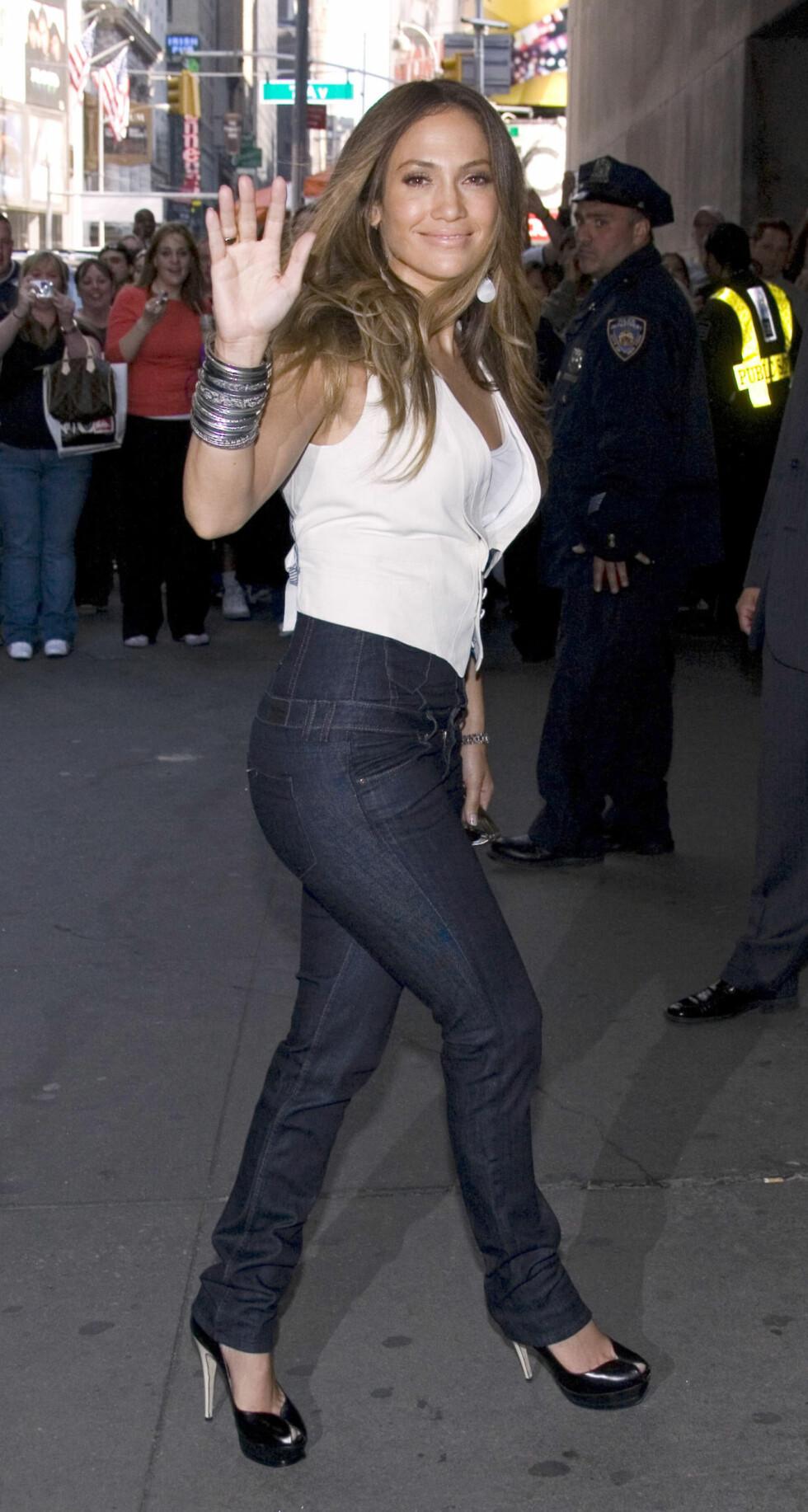 ...mens Jennifer Lopez er mer glad i kurver og bruker en størrelse 6 (norsk 38).