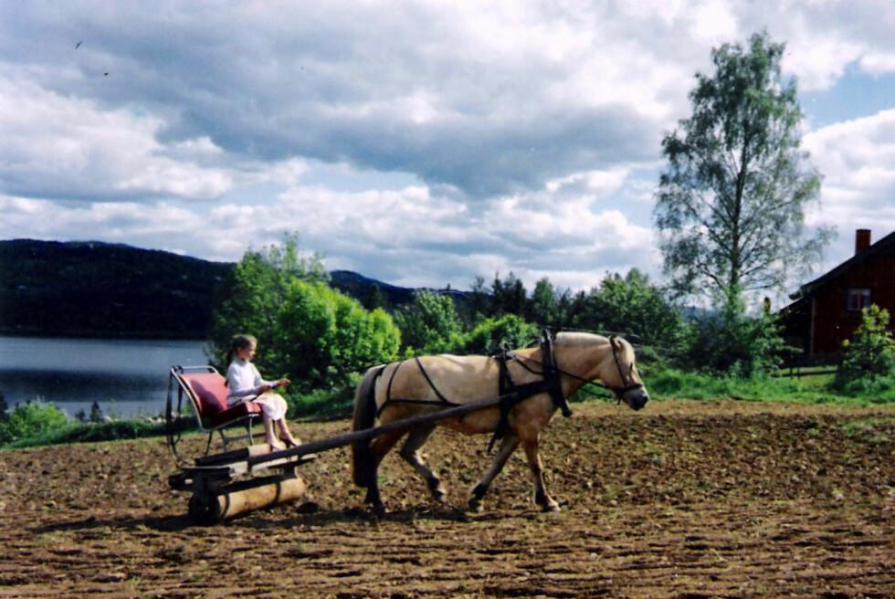 <strong>LYKKELIG BARNDOM:</strong> Foreldrene drev økologisk jordbruk, og Ida minnes tiden som ren idyll.