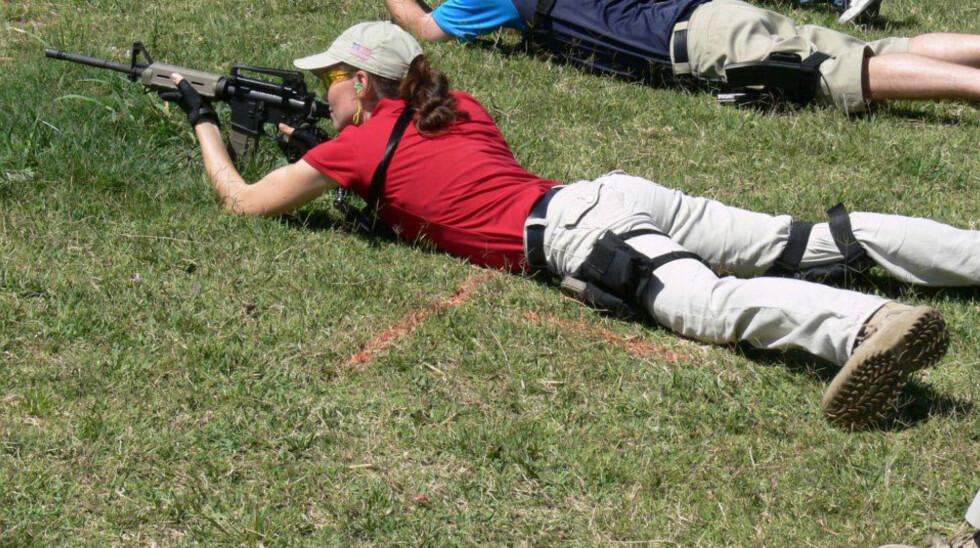 <strong>SKYTESKOLEN:</strong> Ida håndterte daglig ulike typer skytevåpen.