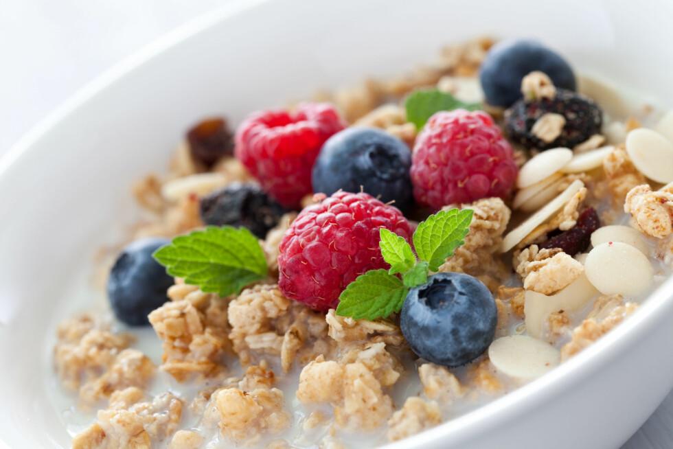 HVOR SUNN?: Om müslien inneholder granola eller er søtet med honning, er den ikke så sunn som det høres ut. Foto: Corinna Gissemann - Fotolia