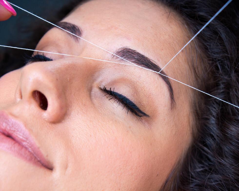 NAPPING: Du tenker kanskje først og fremst på øyebryn når det er snakk om napping eller «threading», men metoden kan absolutt brukes ellers i ansiktet også. Foto: bertys30 - Fotolia