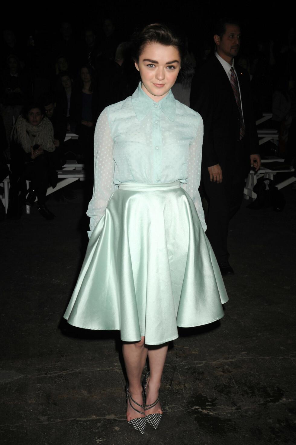 Den britiske skuespillerinnen Maisie Williams hadde gikk for mintgrønt for anledningen. Foto: All Over Press