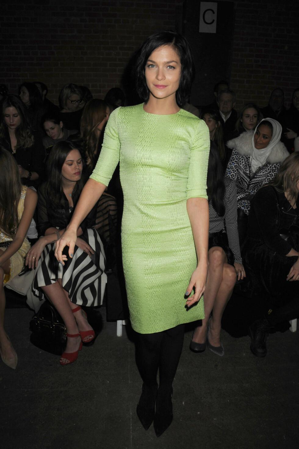 Den amerikanske modellen og Dj-en Leigh Lezark gikk også med grønt for anledning, med en knelang kjole med trekvart-lange ermer. Foto: All Over Press