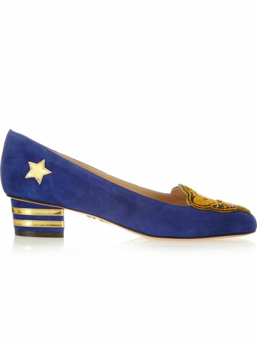 I blått av Charlotte Olympia (Kr 4800, Net-a-porter.com). Foto: Produsenten