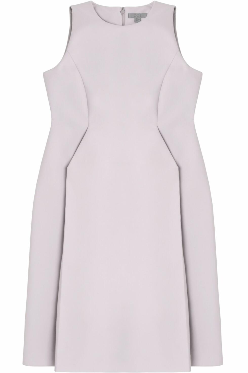 Lilla kjole (kr 790, COS). Foto: Produsenten