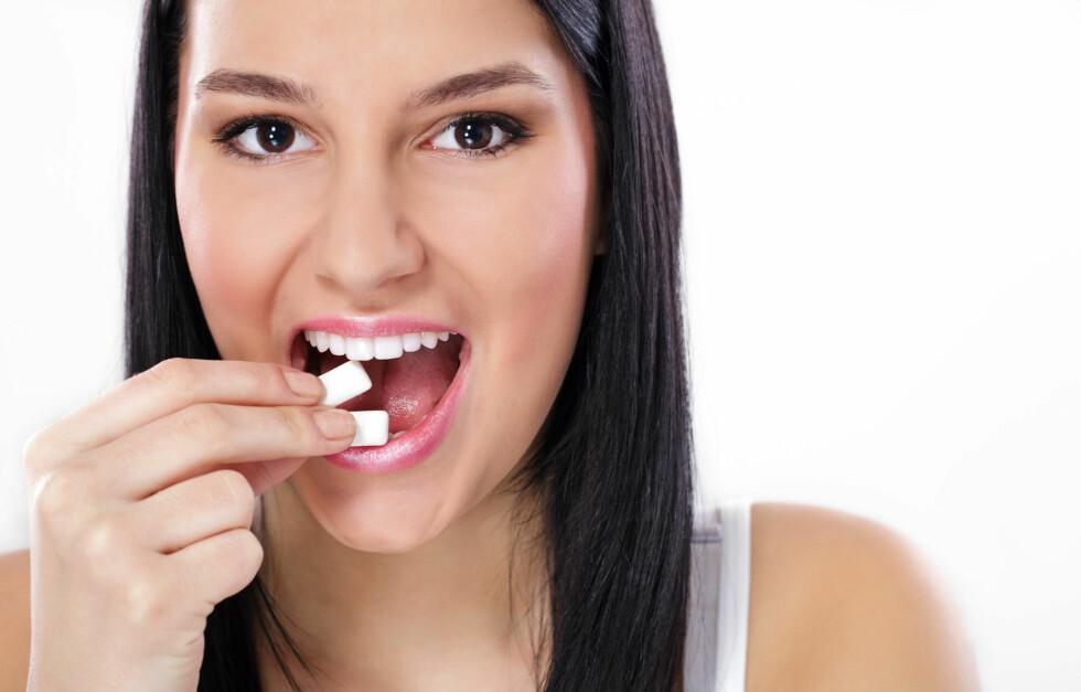 TYGGIS: Tyggis har en rekke gode fordeler som blant annet at det fjerner dårlig ånde og demper søtsug, men visste du at det også kan skade kjeven din? Foto: Igor Mojzes - Fotolia