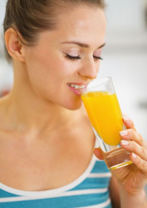 MER KALORIRIKT ENN DU TROR: Juice inneholder gjerne langt mer kalorier enn det de fleste av oss er klar over... Foto: Alliance - Fotolia