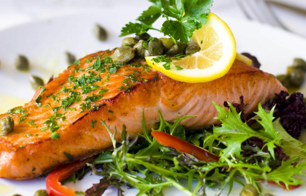 SUNT OG GODT: En deilig laksemiddag kan være rene gourmetmåltidet, men det er heller ikke så verst for helsa. Fisk er faktisk den beste kilden til omega-3. Og denne fettsyren hjelper ikke bare mot fysiske problemer, den kan også bidra til å dempe angst. Foto: Thinkstock.com