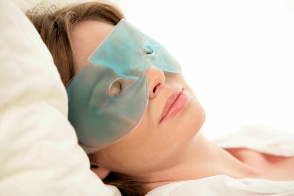 KJØL NED: Er øynene dine hovne, kan du legge på kalde omslag for å få hevelsen til å gå ned. Nok en grunn til å lukke øynene i noen ekstra minutter? Ja, takk! Foto: studiovespa - Fotolia