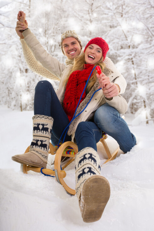 MOROTRENING: Å ake er en fin uteaktivitet om vinteren. Særlig hvis du løper opp til toppen av bakken mellom aketurene. Foto: drubig-photo - Fotolia