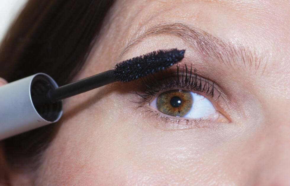 BAKTERIEBOMBE: Maskaraen din bør byttes ut oftere enn du tror, faktisk opp mot én gang i måneden, anbefaler makeupartist Lillian Aasebø.  Foto: KK
