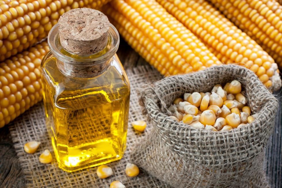 MAISOLJE: Maisolje inneholder mer av de fordelaktige fytosteroler - en gruppe stoffer som finnes i planteceller og som kan blokkere hvor mye kolesterol som blir absorbert i fordøyelsessystemet.  Foto: airborne77 - Fotolia