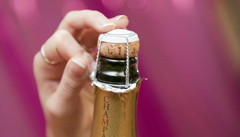 Slik åpner du champisflaska