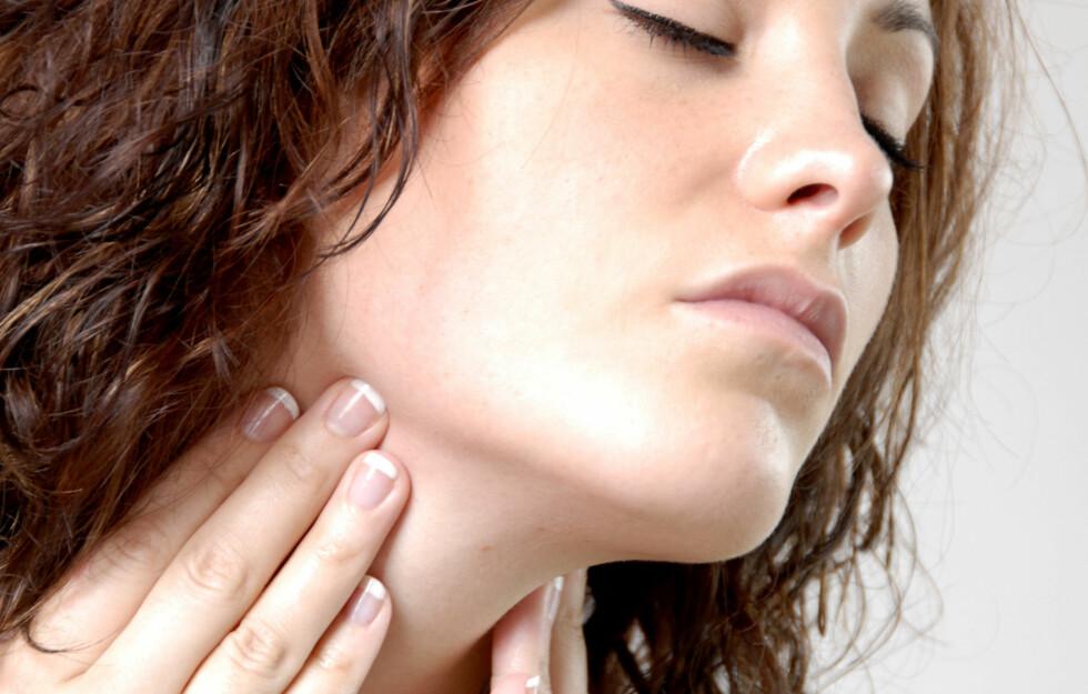 SÅR HALS: En ny studie viser at aspirin oppløst i vann er en effektiv kur mot sår hals.  Foto: dalaprod - Fotolia