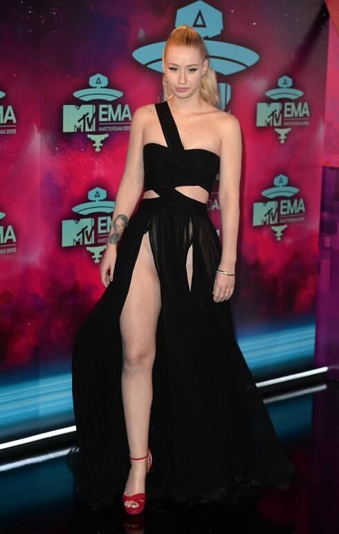 LITT VOLDSOMT KANSKJE?: Iggy Azalea dukket opp på MTV Europe Music Awards i denne noe dristige kjolen... Foto: Doug Peters/EMPICS Entertainment