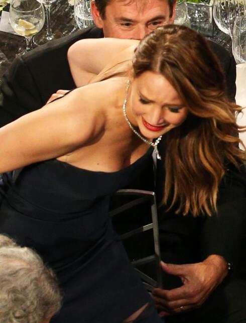 """OOOPS: Jennifer Lawrence hadde et lite """"kjoleuhell"""" da hun skulle motta pris... Foto: WireImage/Getty Images/All Over Press"""